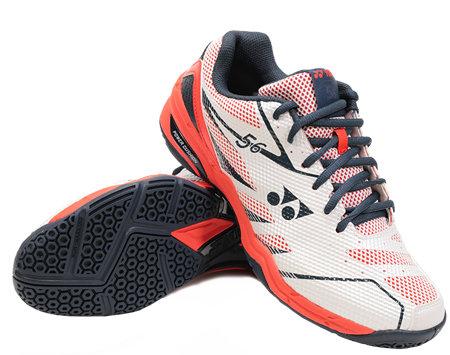 Bílo-červená pánská sálová obuv Yonex