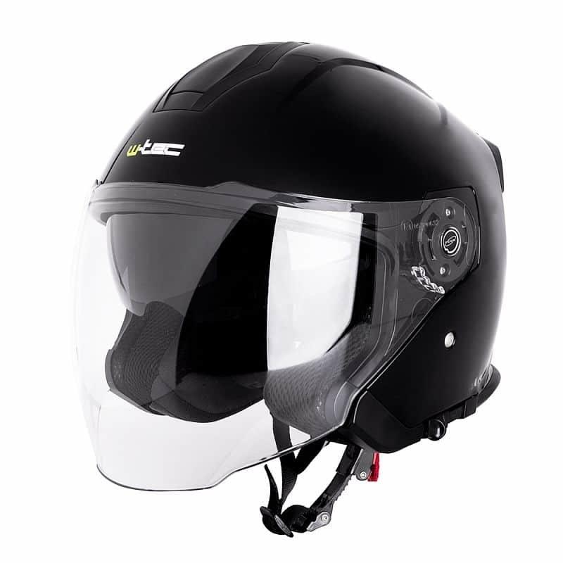Černá helma na motorku W-TEC