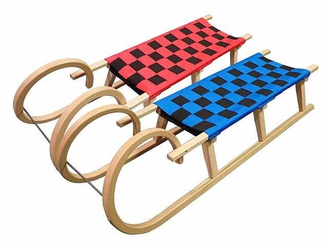 Různobarevné dřevěné sáňky Acra